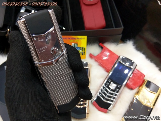 be30b4a3e Vertu Signature S Clous de Paris